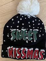 Вязаная шапка с рождественским принтом от итальянского бренда Alcott