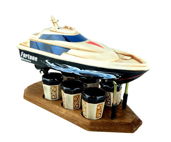 Яхта деревянной подставке - подарочный набор для спиртного