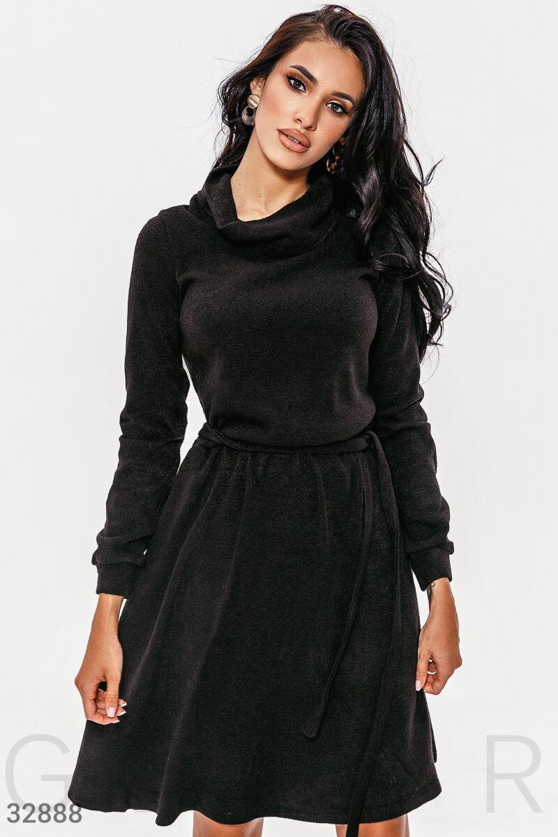 Трикотажное платье миди с воротником-хомут черное