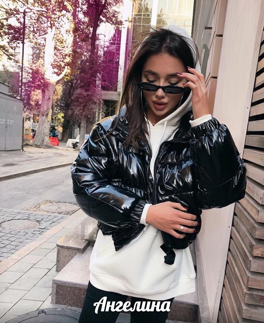 Короткая женская лаковая куртка на молнии без капюшона 3701172
