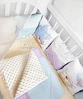 """Комплект в детскую кроватку """"Классический с кружевом и мишками в голубых, молочных и сиреневых цветах"""""""