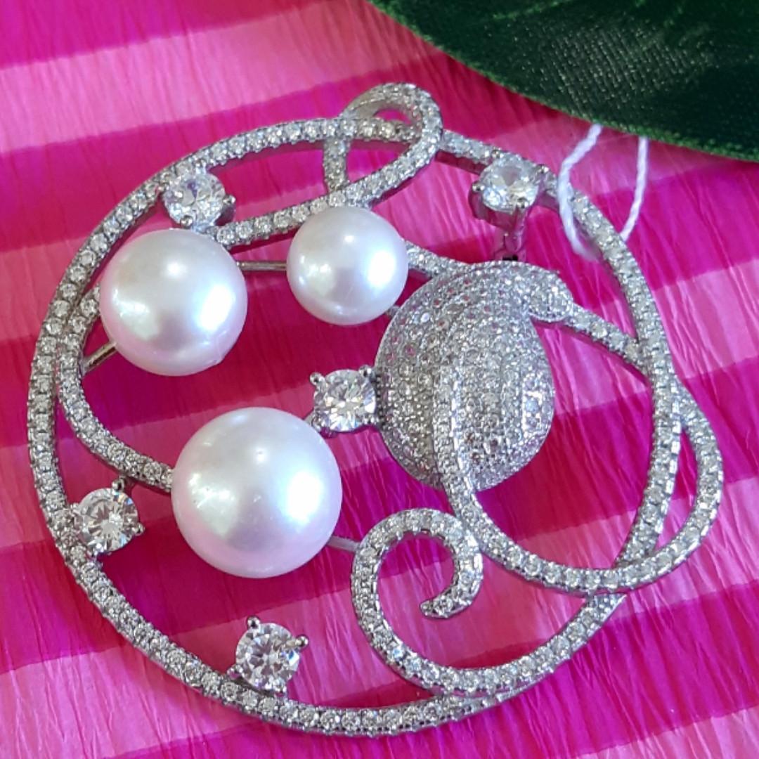 Роскошная серебряная брошь с жемчугом - Брошка с жемчугом серебро родированное