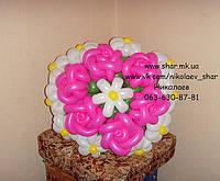 Букет ромашек и роз из воздушных шаров.