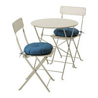 IKEA САЛЬТХОЛЬМЕН Стол+2 складных стула,д/сада, бежевый, Иттерон синий, (091.838.25)