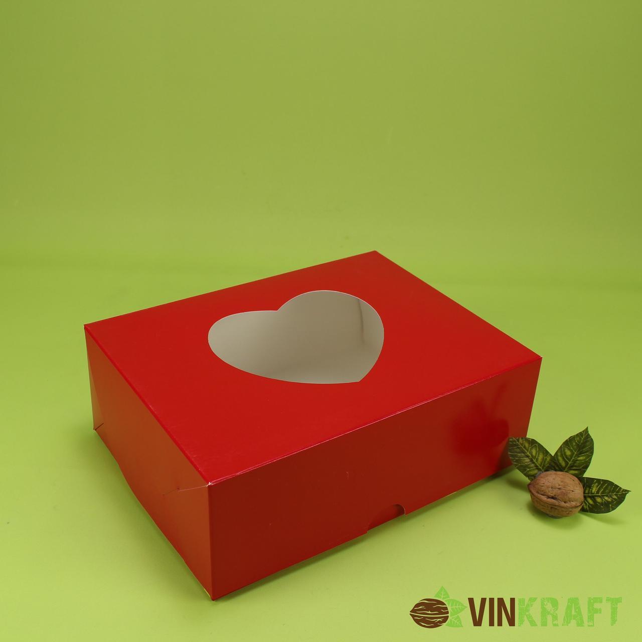 """Подарункова коробка 240*180*90 з вікном у формі """"Серця"""", червона"""