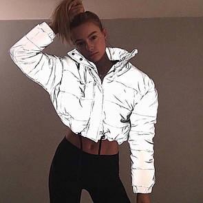 Женская короткая светоотражающая куртка на молнии с воротником - стойкой 65kr165