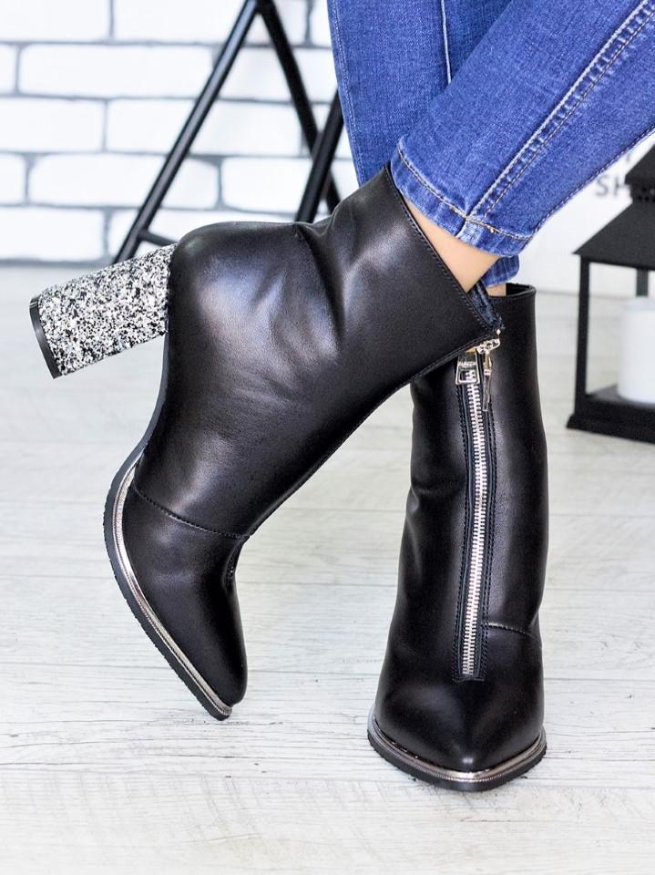 Кожаные женские демисезонные сапоги на каблуке и с острым носком 75OB97