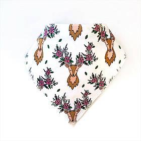 Слюнявчик олень с розами на белом (КМ 27)