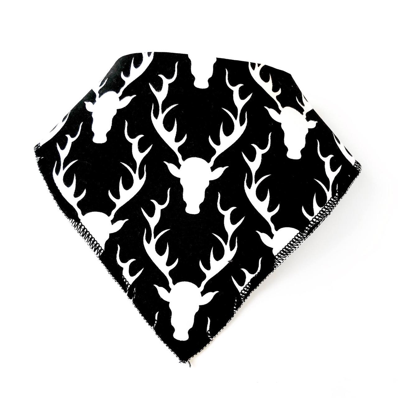 Слюнявчик белые олени на черном (КМ 107)