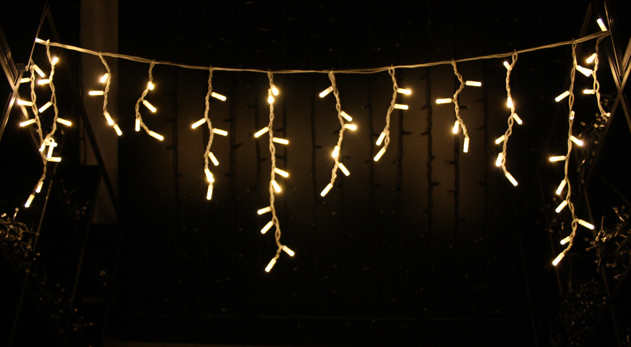 Уличная светодиодная гирлянда бахрома Lumion Icicle Light (Айсикл лайт) 90 led  наружная цвет белый теплый