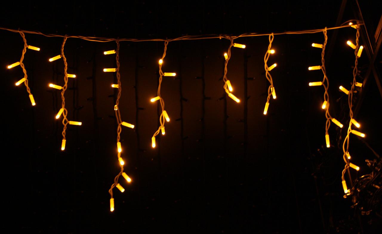 Уличная светодиодная гирлянда бахрома Lumion Icicle Light (Айсикл лайт) 90 led  наружная цвет желтый