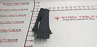 Запасные части для автомобилей ТЕСЛА. Накладка ремня безопасности стойки-С левой {MS_MSR} 1024730-00-B 1024730-00-B ASY C-PILLAR MIDDLE LH