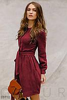 Короткое осеннее платье из вельвета красное