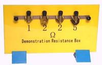 Набір резисторів на панелі