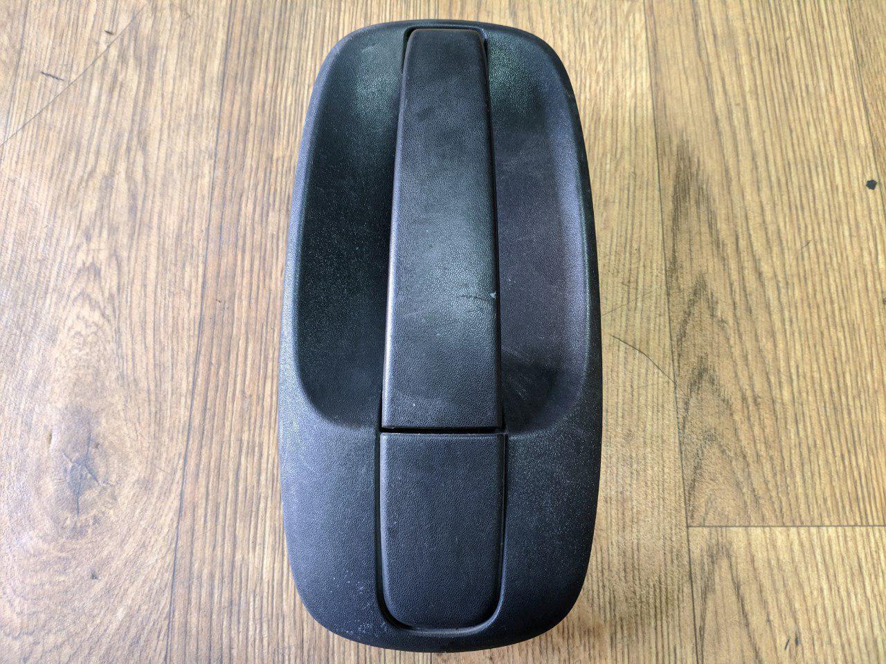 Ручка зовнішня розсувних дверей (чорне кріплення) Renault Trafic, Opel Vivaro 2001-2014, 8200004407 (Б/У)
