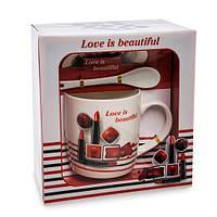 """Кружка в подарочной коробке """"Love is beautiful"""""""