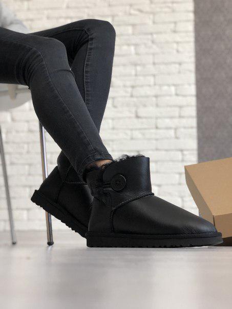 Женские короткие кожаные угги UGG