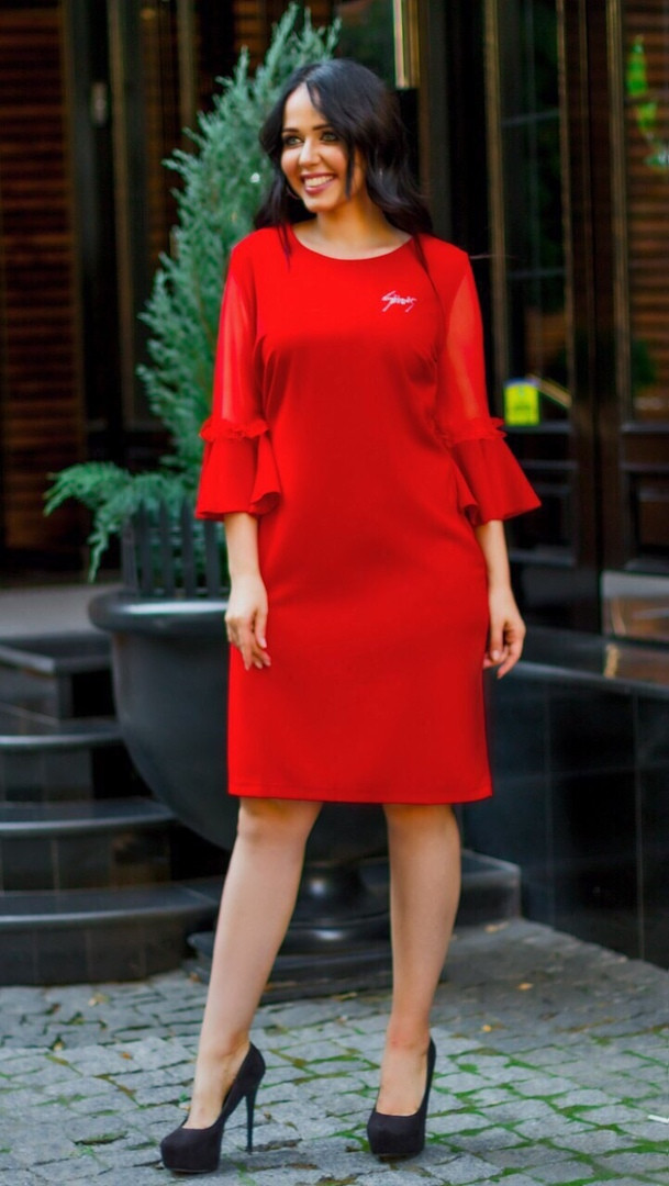 Женское силуэтное платье со вставками сетки и отделкой рюша гипюр 50, 52, 54