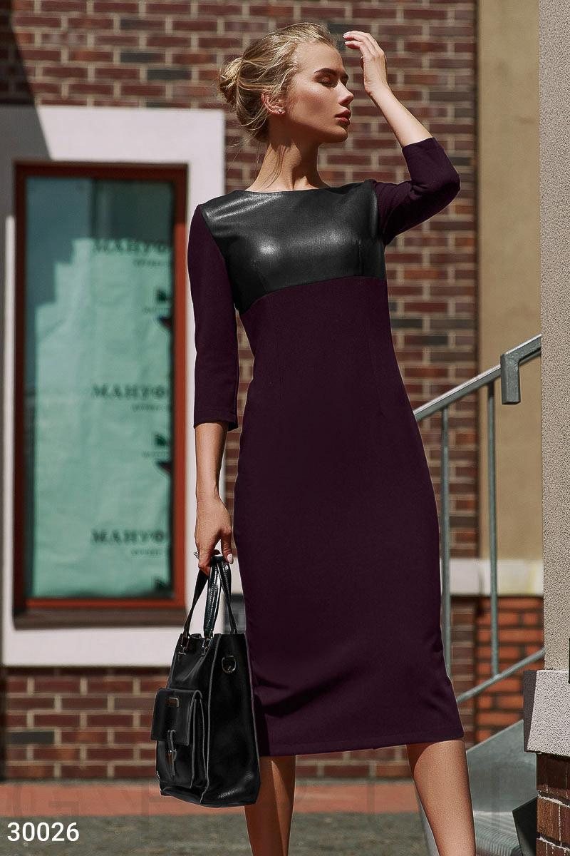 Облегающее платье миди с вставками из эко-кожи
