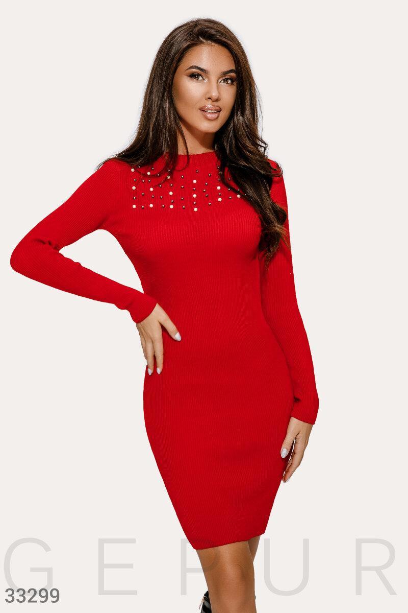Вязаное облегающее платье с длинным рукавом красное