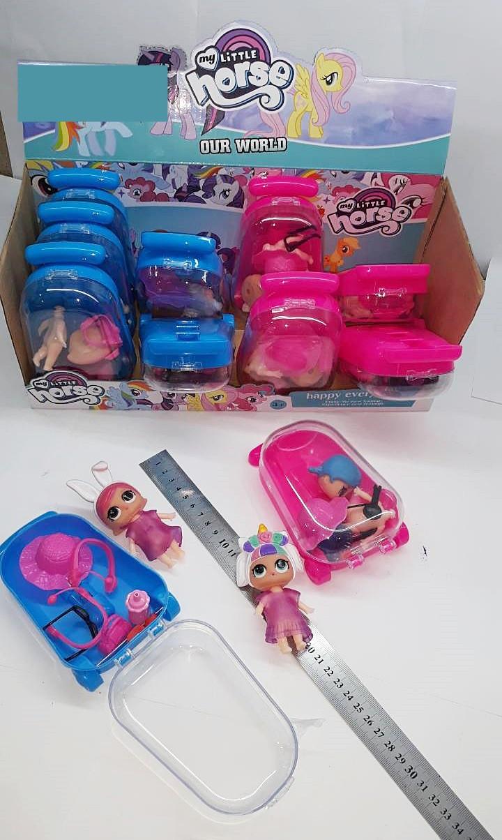 Кукла с аксессуарами в чемодане