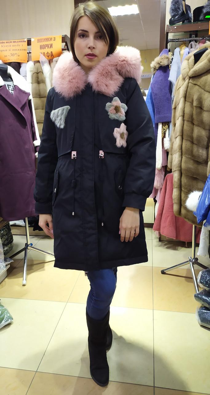 Женская черная курта-парка с натуральным мехом песца и апликацией с цветной норки