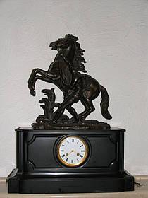 Годинник Приборкання коня 19 століття Франція