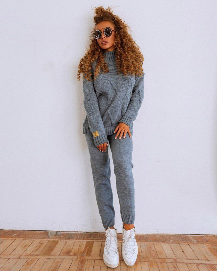Вязаный женский костюм цвета серый джинс