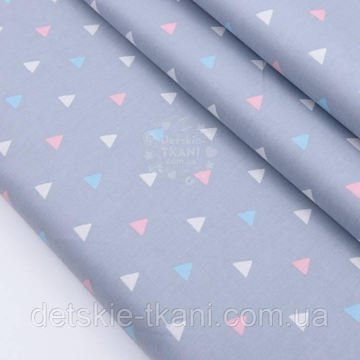 """Сатин тканина """"Трикутники в шаховому порядку"""" блакитні, білі, рожеві на сірому, №2503с"""