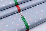 """Сатин тканина """"Трикутники в шаховому порядку"""" блакитні, білі, рожеві на сірому, №2503с, фото 3"""