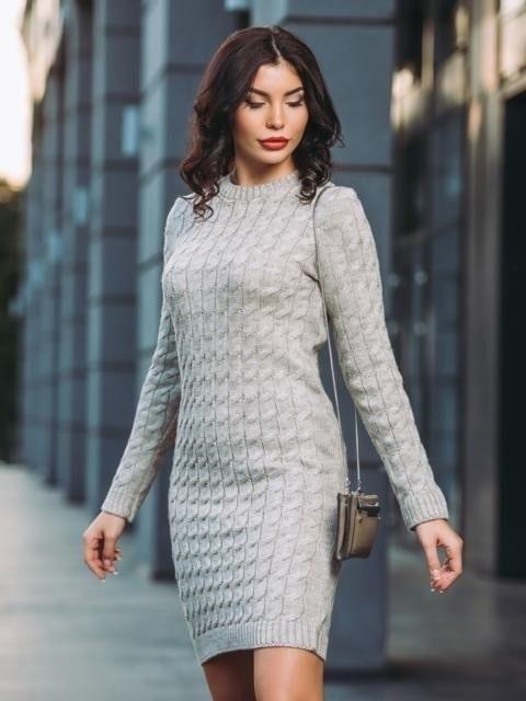 Теплое вязаное платье р 44-54 серый