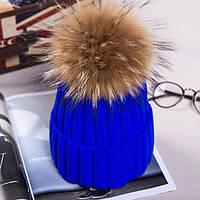 Женская вязаная шапка с натуральным бубоном (помпоном) синяя электрик