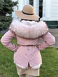 Розовая куртка парка с натуральным мехом белой арктической лисы на капюшоне, фото 2