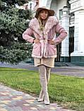 Розовая куртка парка с натуральным мехом белой арктической лисы на капюшоне, фото 10
