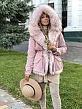 Розовая куртка парка с натуральным мехом белой арктической лисы на капюшоне, фото 5