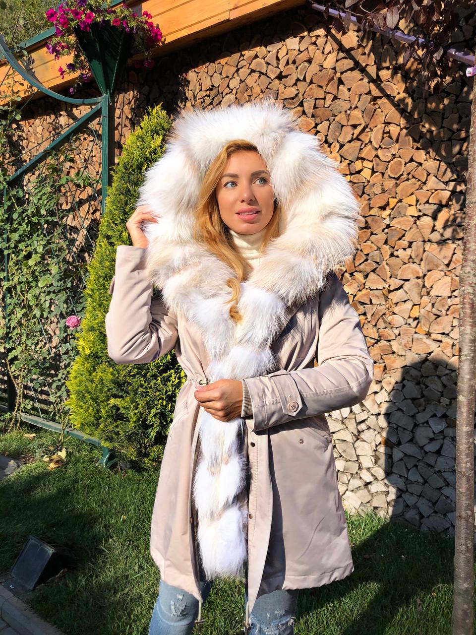Молочная куртка парка с натуральным мехом арктической лисы на капюшоне