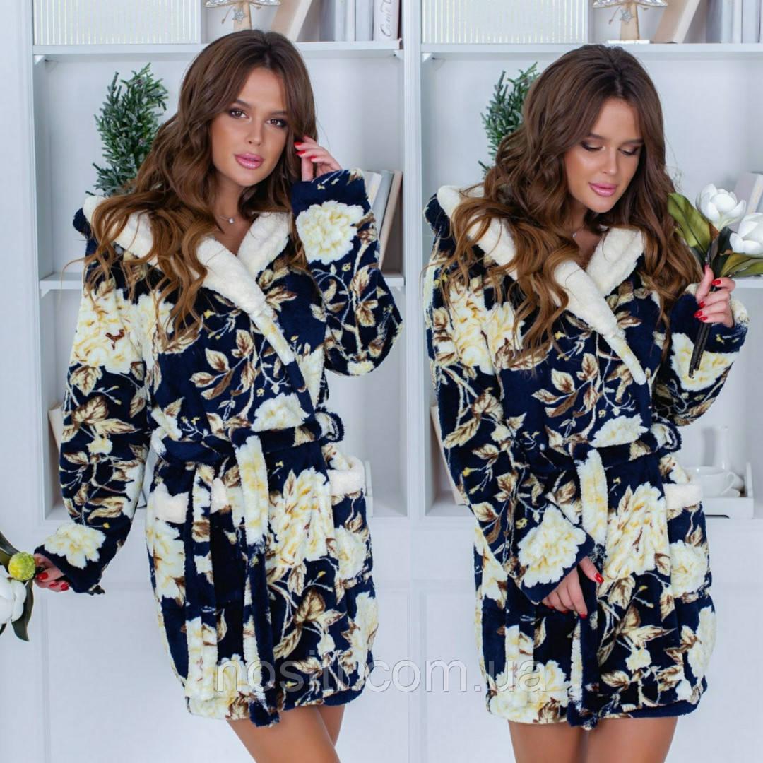 Женский халат короткий с капюшоном, двумя накладными карманами и поясом