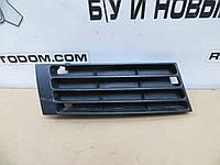 Решетка в бампер передний правая Audi A4 (1999-2001) OE:8D0807346AB