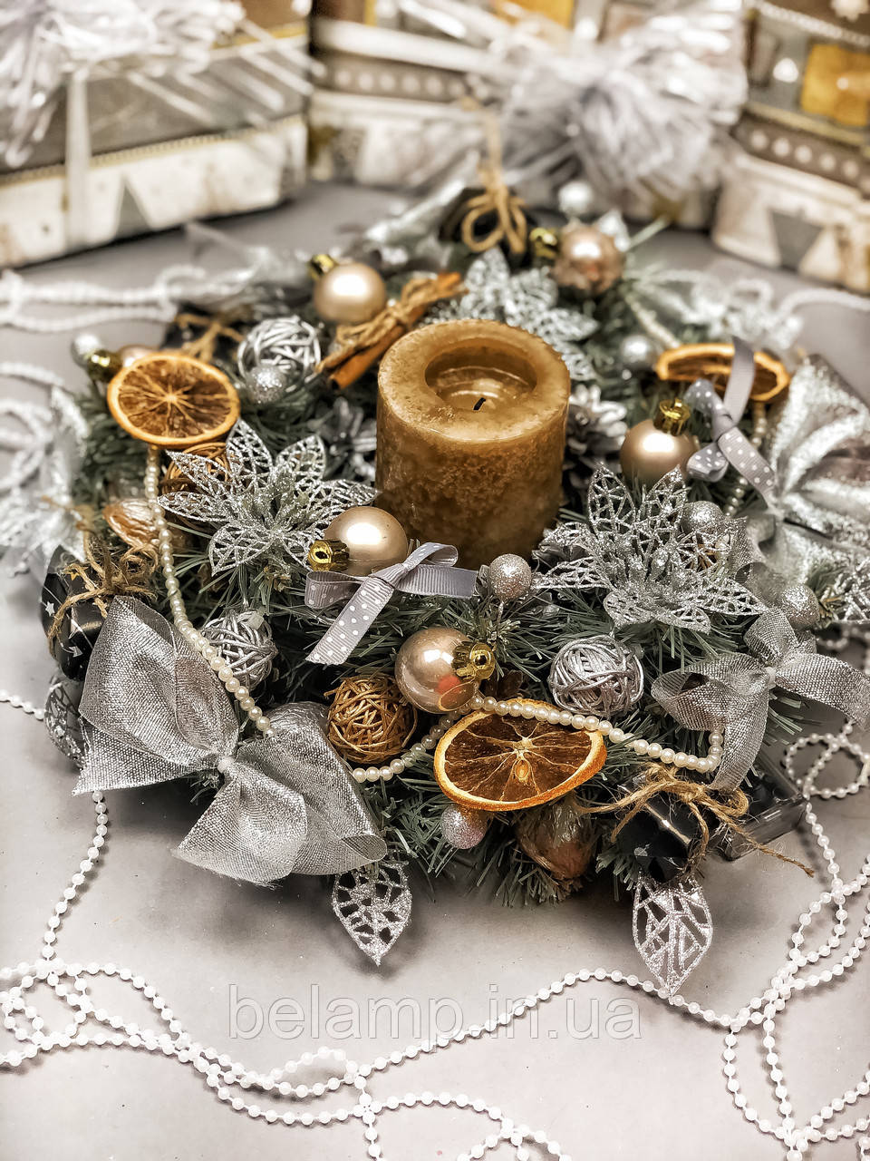 Рождественский венок с гирляндой от батареек «Серебряное трио»