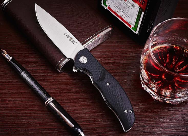 Нож складной, осевой винт с прямым шлицом, с объёмными накладками,лайнеры имеют фразеровки,для различных задач