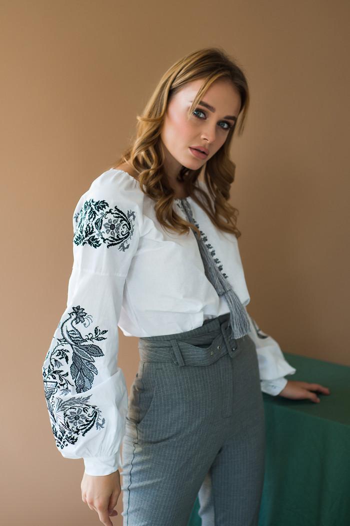 Блуза женская с черно серой вышивкой Жарптица