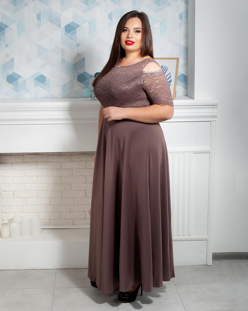 Нарядное женское платье больших размеров цвета капучино