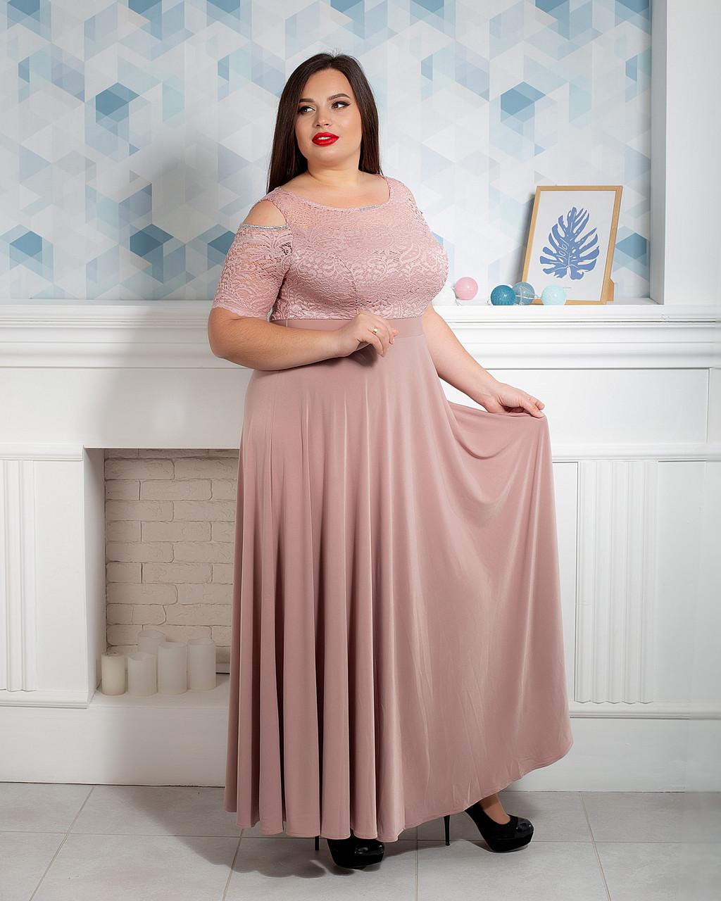 Элегантное женское платье больших размеров бежевое