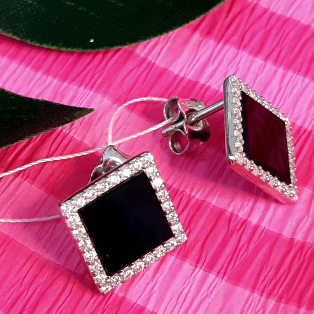 Серебряные серьги гвоздики с черным камнем Квадраты