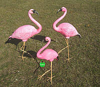 Садовая фигура Семья фламинго №3 на металлических лапах керамика
