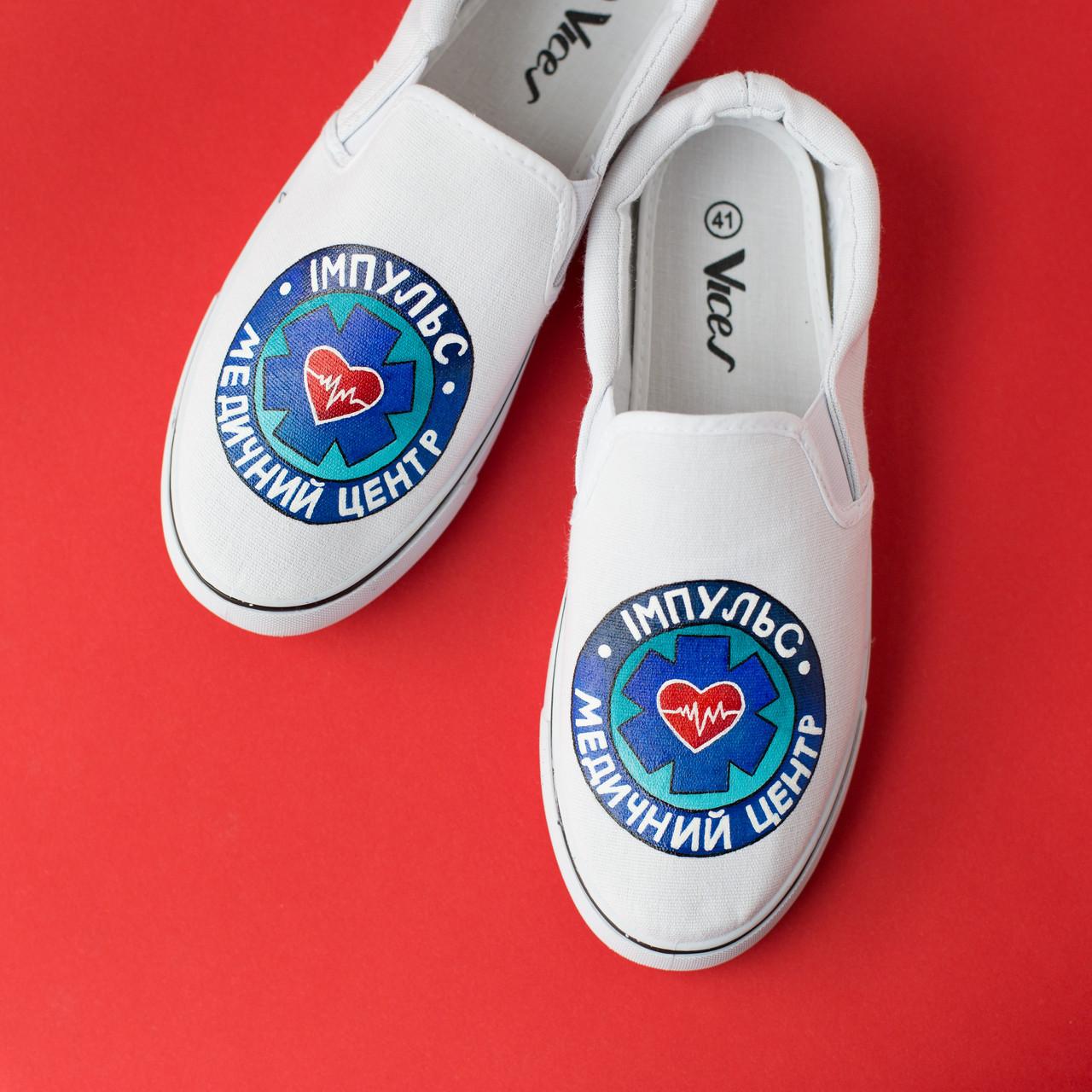 Медична взуття з дизайнерським принтом ручної роботи