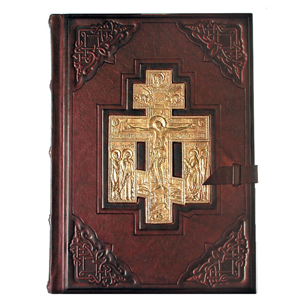 Библия большая в кожаном переплете украшена художественным тиснением и литьем на церковно-славянском языке