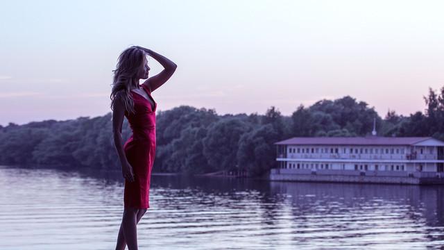 купить красное платье миди