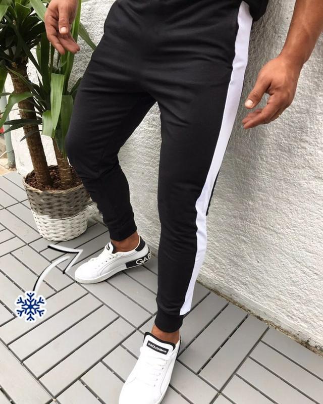 """Мужские спортивные штаны """"Лампас"""" трехнить на флисе (зима) черные с белой полосой - размер L"""