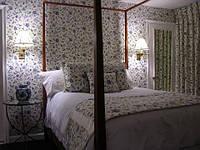 Отделка спальни в Прованс тканью